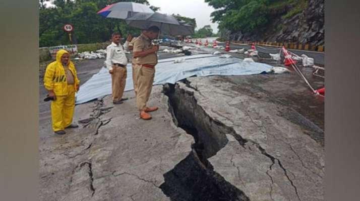 Huge crack in road due to widespread showers in Karnataka