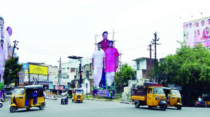 Telangana HC cracks down on arches, banners on roads