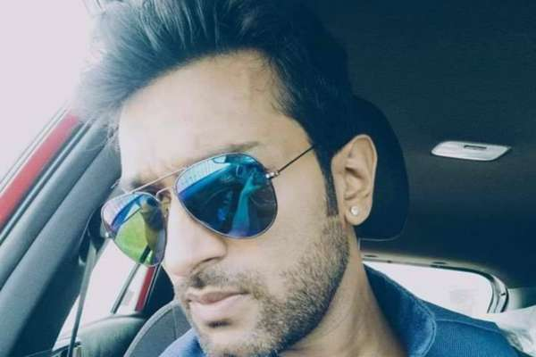 Bengali Actor Jeetu Kamal's Car Hit by Drunken Men at Night in