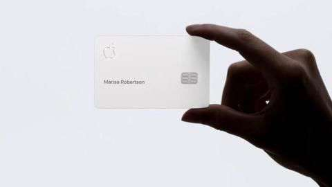 Apple says its credit card shouldn't touch anything  Bravo