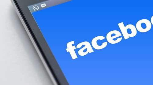 Flawed FB app let children chat with strangers - Entertainment