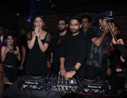 Dhvani-Sachet promotes Psycho Saiyaan at pubs in Mumbai - SANTABANTA