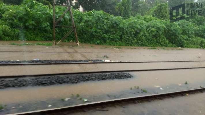 Two die as a scorpio car gets stuck in Malad Subway - Mumbai